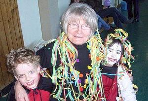 Anneliese Lehmann und ihre Turnkinder