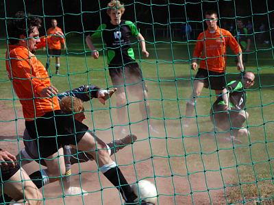 Die Wahmbecker kratzen den Ball von der Linie!