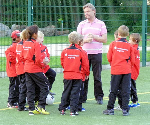 Teambesprechung des FC Augsburg