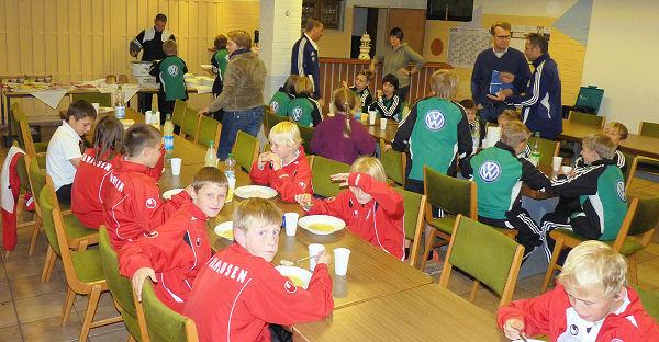 VfL Wolfsburg und RW Oberhausen stärken sich im Jugendraum