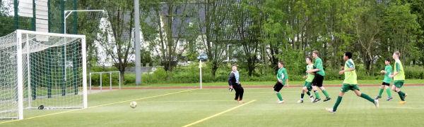 Jan kontrolliert den hohen Ball - unhaltbar für Keeper