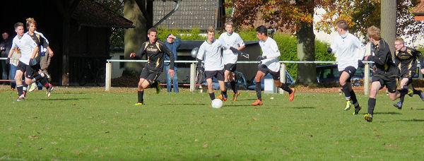 Zuordnung im Mittelfeld; viele unnötige Ballverluste