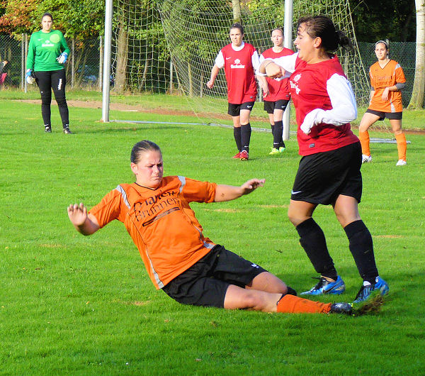 Spitzenmäßiger Einsatz von Alisa - Ball im Aus; Gegner frustriert