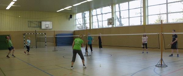 Gemischte Gruppe beim Badminton