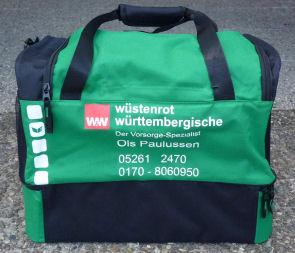 Neue Sporttaschen für die Mädchen des TuS