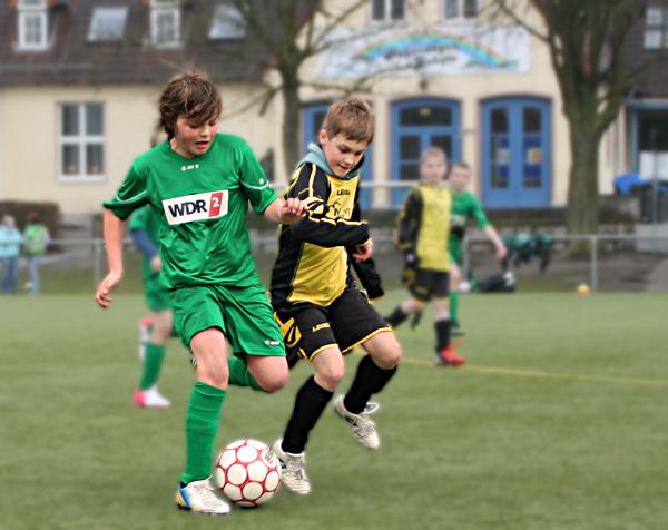 Zweikampf im E2 Spiel Heimspiel gegen Heidenoldendorf