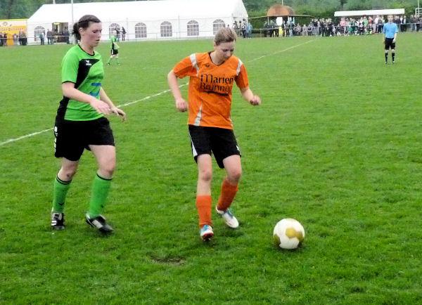 Unermüdlich, Iris Dreh- und Angelpunkt im Spielaufbau - zudem stark in der Defensive