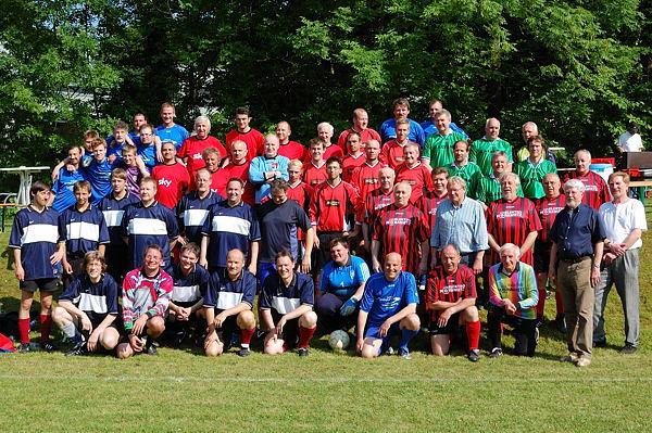Gemeinschaftsfoto der teilnehmenden Mannschaften