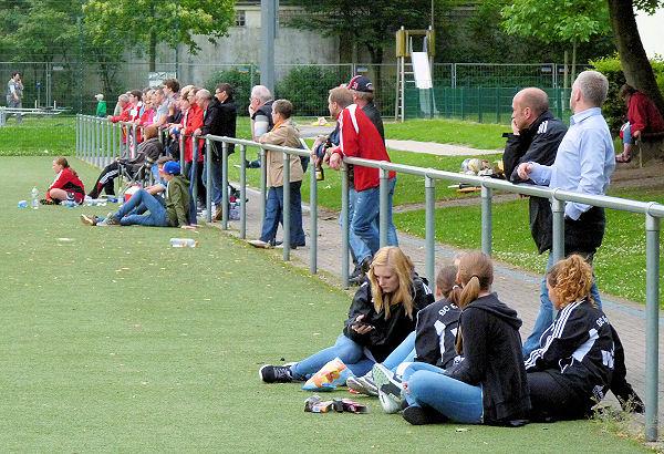 Gäste-Fans sehen eigenes Team stark unter Druck