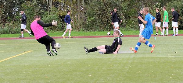 Sven - klasse zum zweiten Treffer am Keeper vorbeigelegt