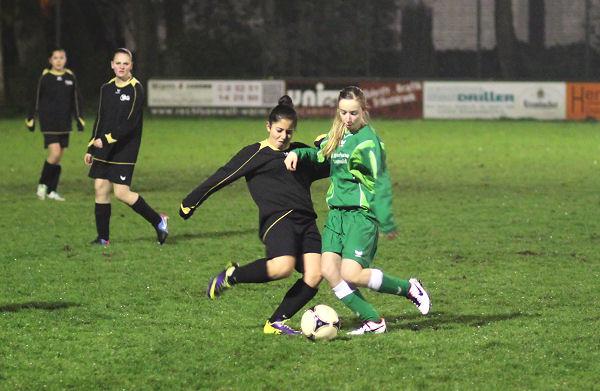 Jenny im linken Mittelfeld - effektiv und zweikampfstark