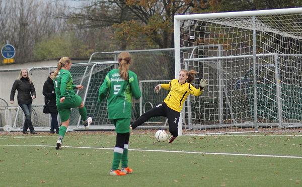 Sportfreunde-Keeper bärenstark, hält Oesterholz mit Glanztat im Spiel - Tina vergibt Riesenchance