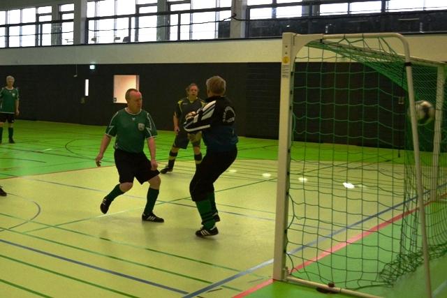 Neuverpflichtung Rainer netzte zum 1-0 ein. ;-)