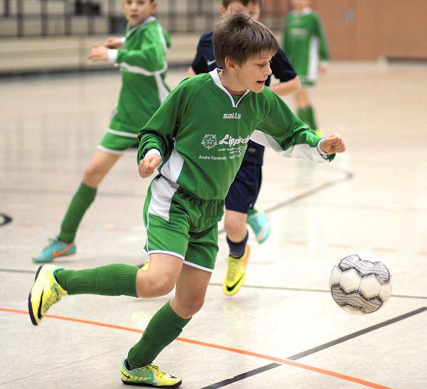 Exzellente Technik und sichere Ballführung egalisiert körperliche Unterlegenheit