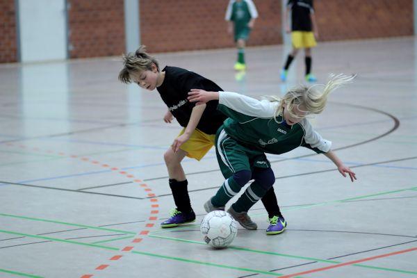 So macht Hallenfußball Spaß! D-Junioren begeistern Fans mit ihrem Können