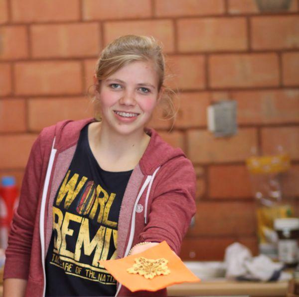 Isabel in der Cafeteria - Gäste zeigen sich begeistert von der Bewirtung