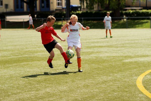 Mädchen werden mutiger in den Zweikämpfen