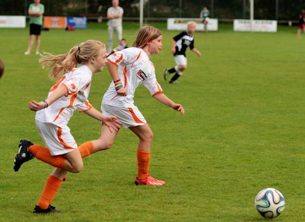 Umschalten nach Ballgewinn - Torgefahr durch blitzschnellen Angriff der Mädchen
