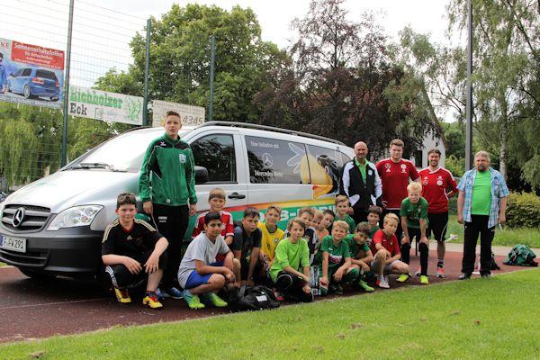 Team DFB-Mobil mit den Absolventen der Demotrainingseinheit
