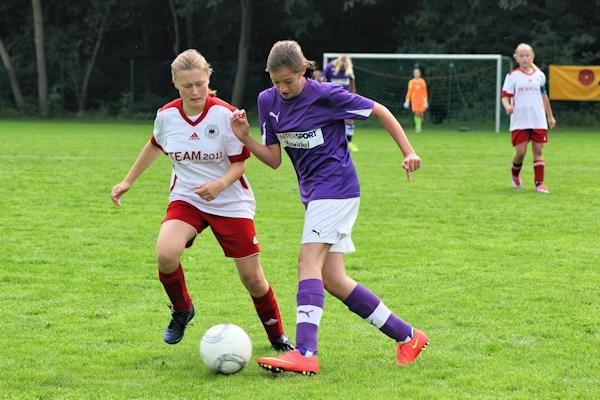 Elisa findet gut ins Team - solide Deckungsarbeit im defensiven Mittelfeld