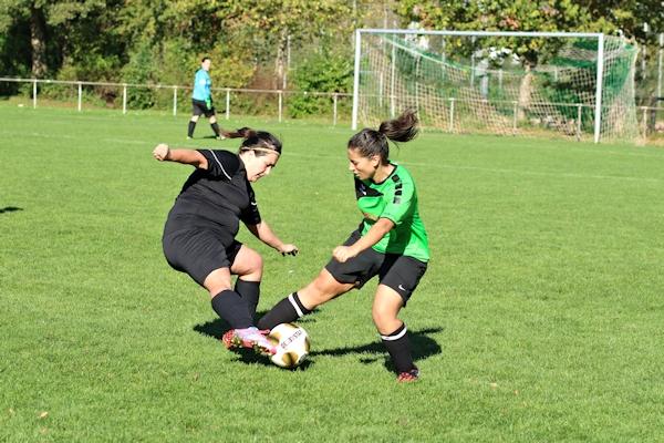 Sarra - wieder mit starkem Spiel in der TuS-Defensive