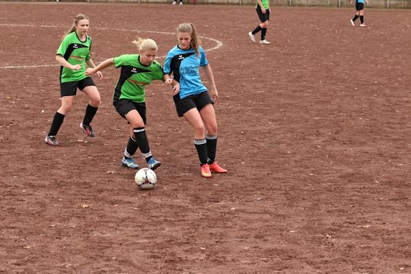 Isabel mit vielen Aktionen in der Offensive - steuert Treffer zum 0:3 bei