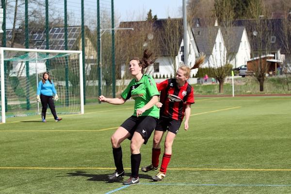 Konzentriert und stark in der Eichholzer Defensive - Anita erwartet den Ball