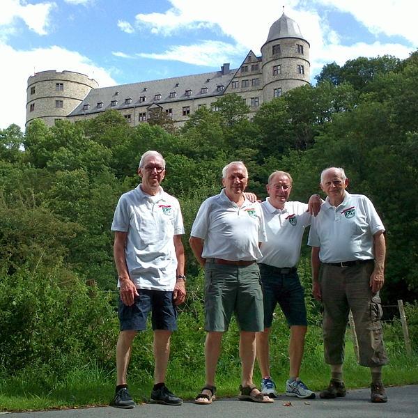 AH-Radler unterhalb  der Wewelsburg