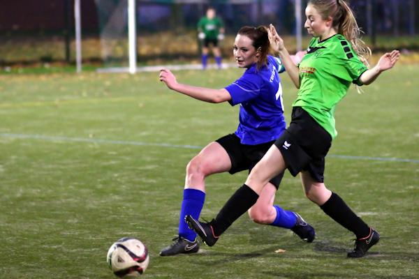Jenny mit guten Aktionen auf der linken Sturmseite forderte die Bezirksligadefensive