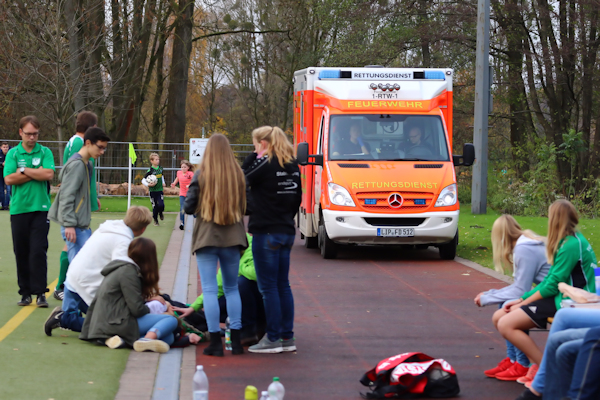 Der Rettungswagen  fährt ein -Große  Sorgen um Kristina