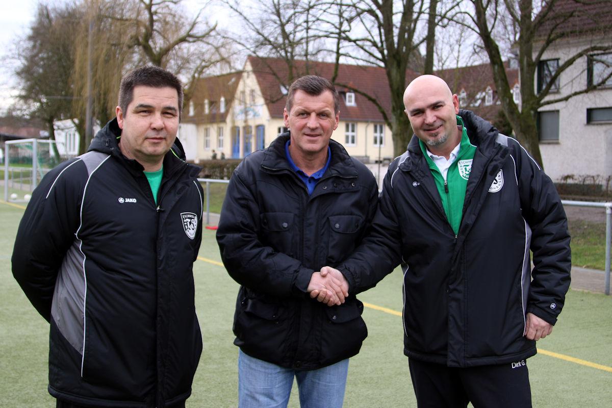 Abteilungsleiter Dirk Gröne und Obmann Kai Tcheon begrüßen Jörg Jöstingmeier
