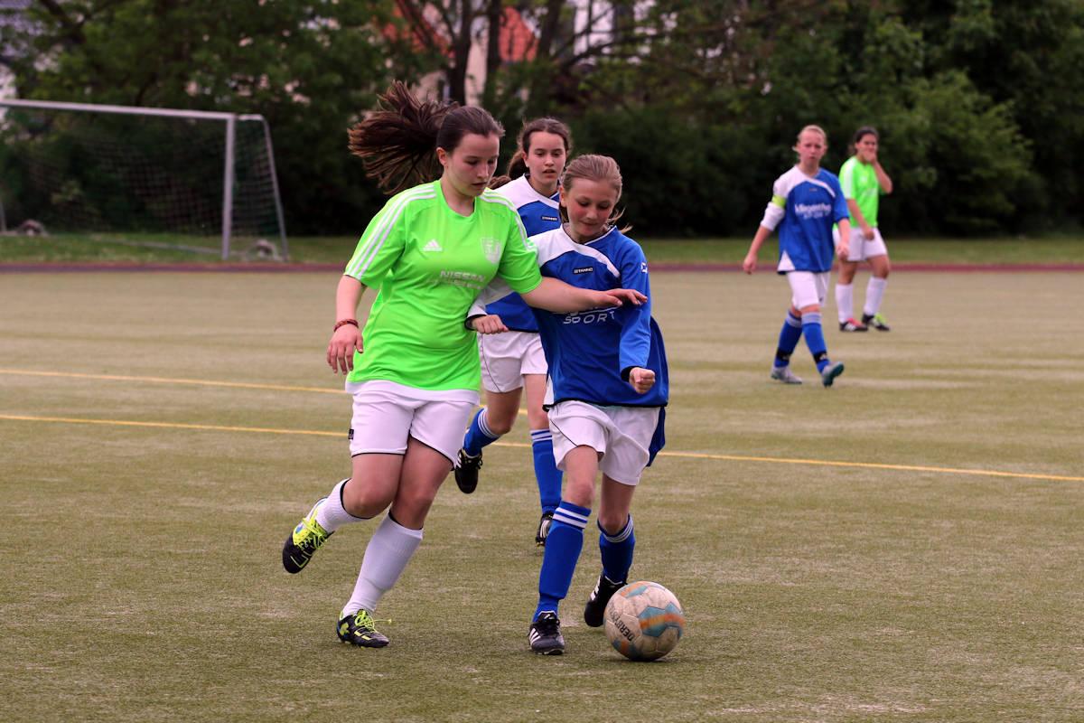 Druck über die rechte Seite - Eichholz dominiert Ball und Gegner