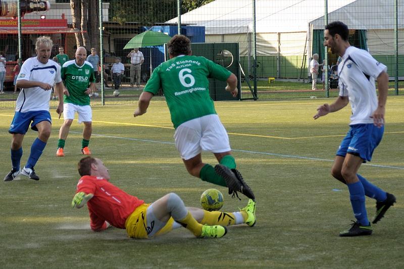 Von den Beinen geholt - der 9meter zum 3:0 entschied das Endspiel