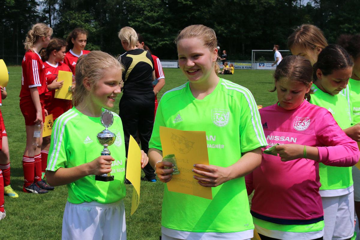 Strahlende Sieger beim Turnier in Hövelriege