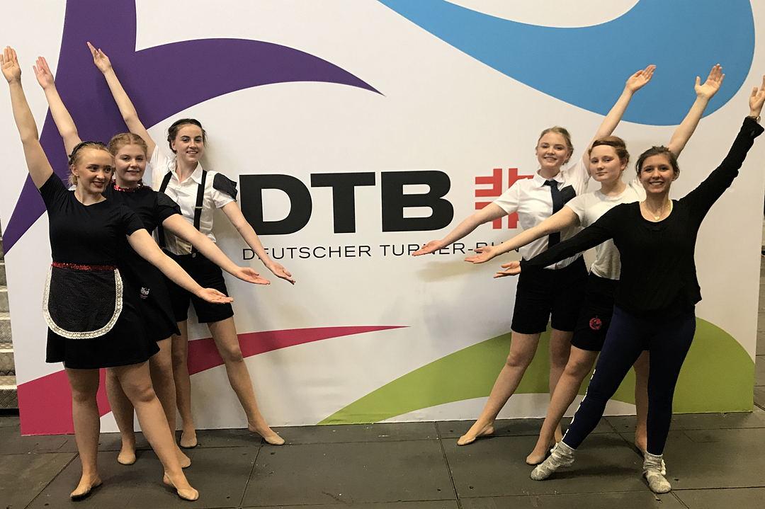 "Wettkampf DTB-Dance ""Petit Groupe"" der ""Estrellas"" mit Trainerin Gina Kellner"