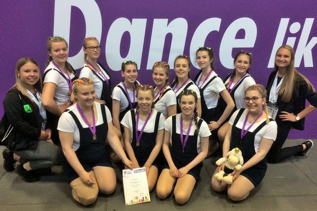 """Wettbewerb DTB-Dance """"Diamonds"""" mit Trainerinnen Melissa Klare und Nina Brinkmann"""