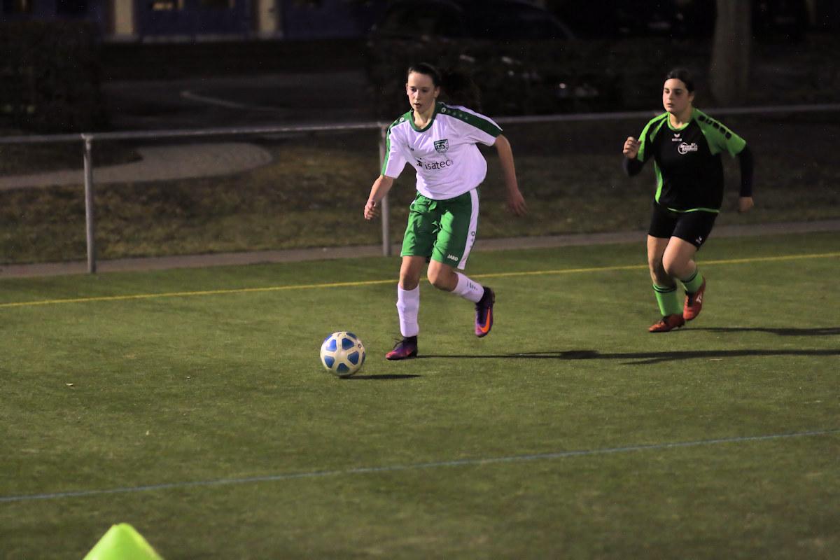 Wieder 2 Treffer - Fiona bringt die Abwehr der Sportfreunde zur Verzweifelung