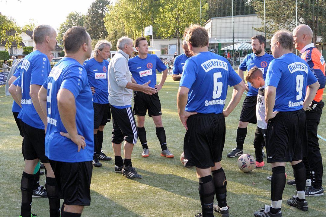 Taktische Anweisungen für das Team aus Sennelager vor dem Endspiel