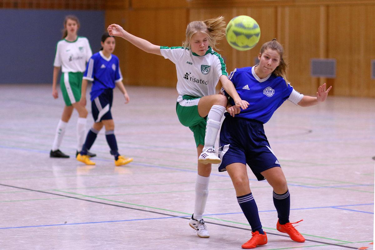 Spektakuläre Aktionen begeistern die Fans des Mädchenfussballs