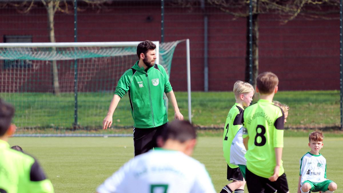 Henrik in der Coachingzone - mit klaren Ansagen weist er sein Team an