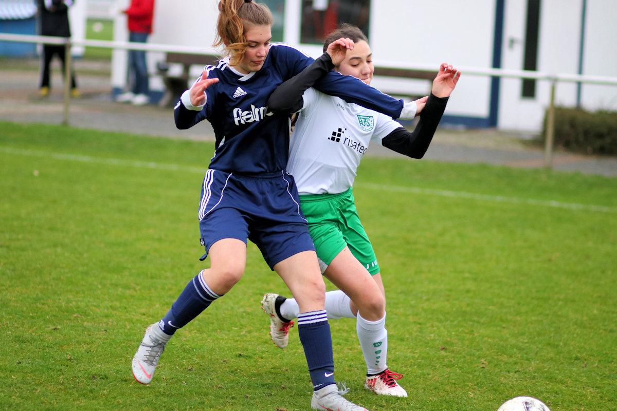 Actionreiche Zweikämpfe über 70 Minuten! Fußball ist auch Hand- und Armarbeit :)