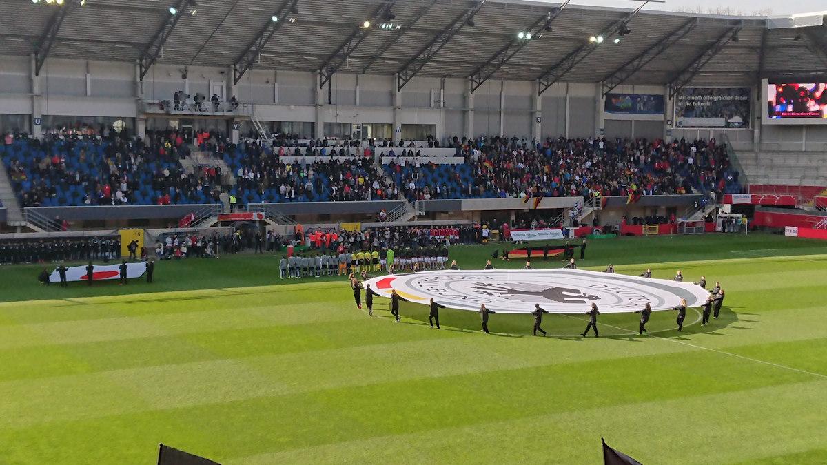 Live dabei! C-Juniorinnen beim Frauenländerspiel in Paderborn